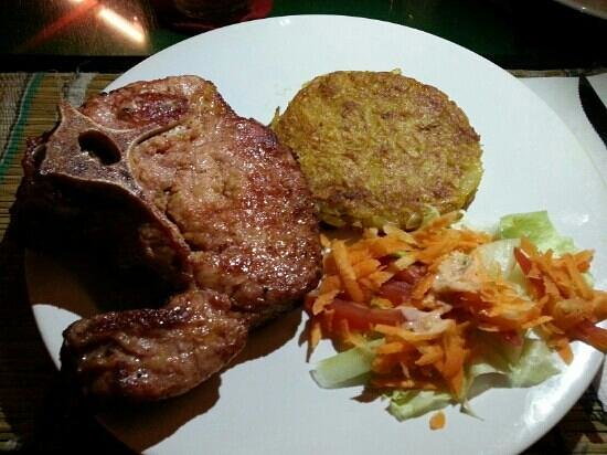 Ya Udah Bistro : pork chops
