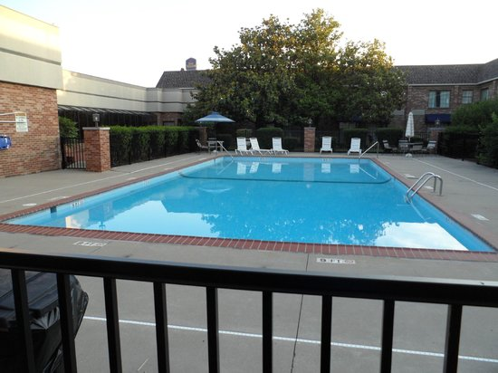 Clarion Hotel Conference Center South: Outdoor pool