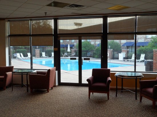 Clarion Hotel Lexington Conference Center: Pool court