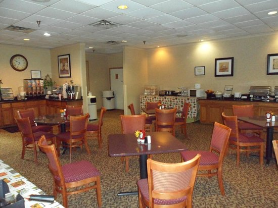 Clarion Hotel Lexington Conference Center: Breakfast