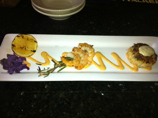Doubletree by Hilton Charlottesville: Shrimp and Crab Cake at TJ's