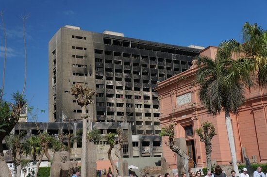 Luxor-Museum: Burned government offices from the revolution 2 years ago