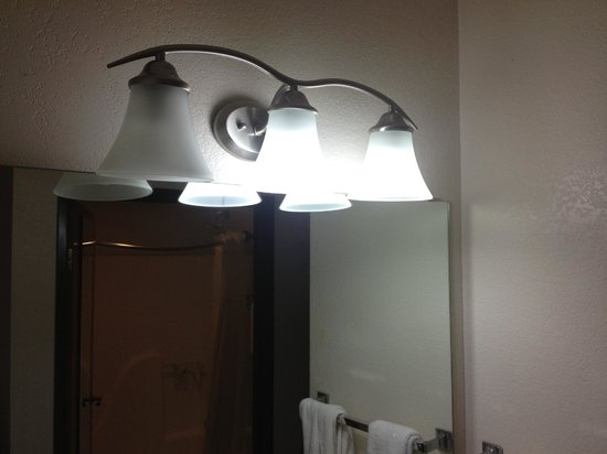 Quality Inn & Suites: Burned Out Vanity Lights