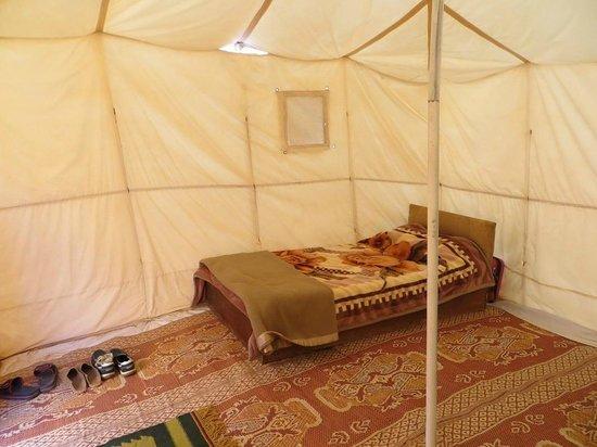 Rahayeb Desert Camp : La chambre : plus nu que ça, n'existe pas !