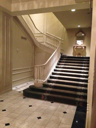 Bourbon Orleans Hotel: staircase to ballroom