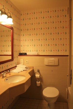 Salle de bain - Picture of Disney\'s Hotel Cheyenne, Marne-la ...