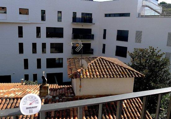 Apartamentos AR Caribe: Widok z balkoniku (w słońcu +40)