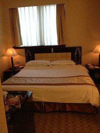 Majestic Hotel: Room