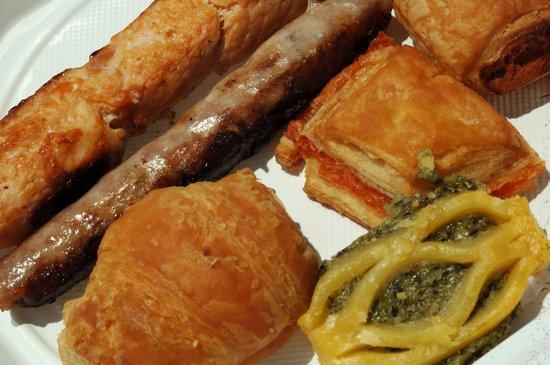 Creuers Costa Daurada: Tolle Snacks werden gereicht