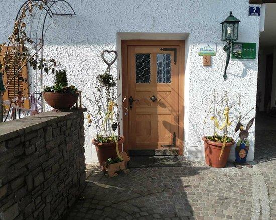 Gintherhof: Front door
