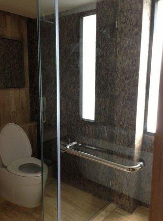 อาร์คาเดีย สวีทส์ กรุงเทพฯ บายคอมพาสฮอสปิทาลิตี้: 浴室