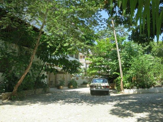 Pacot Breeze Hotel : Parking