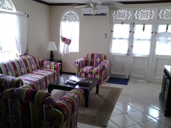 Franklyn D Resort & Spa: living room
