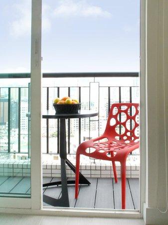 The Lodge Serviced Apartments: Balcony