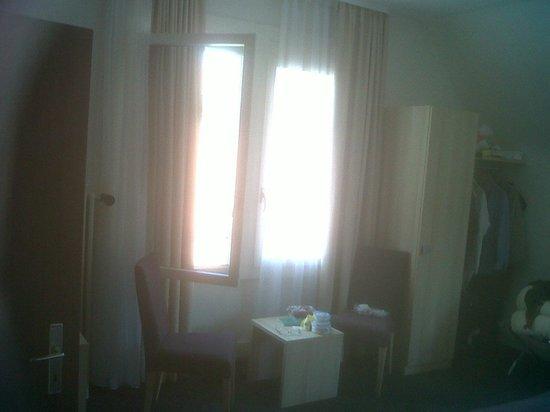 Hotel Lotschberg & Susi's B&B: Frontal window