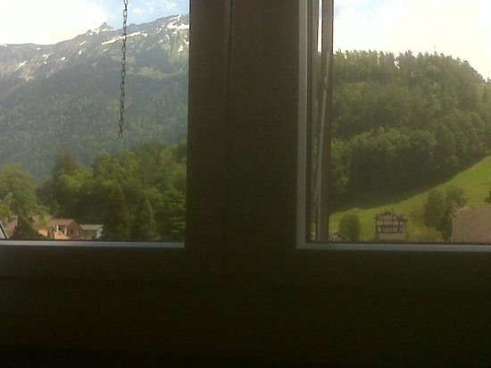 Hotel Lotschberg & Susi's B&B: Lateral View from Bed