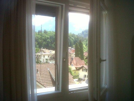 Hotel Lotschberg & Susi's B&B: Bedside Window