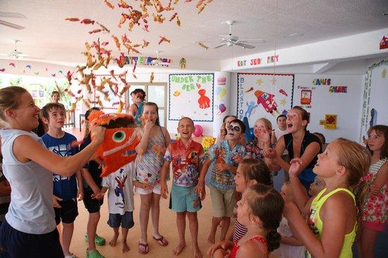Coral Beach Hotel & Resort: Kids Club