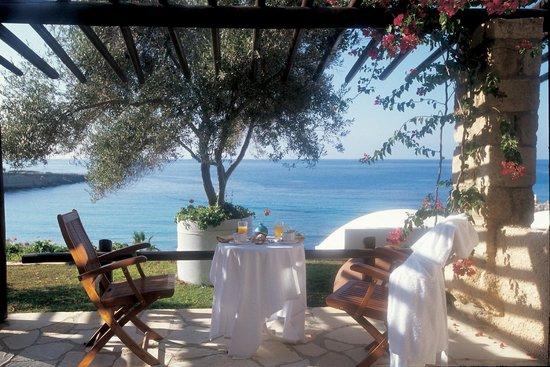Coral Beach Hotel & Resort: Private garden terrace