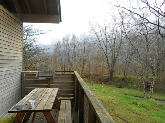 Forest Holidays Strathyre, Scotland: View from balcony (hot tub end)