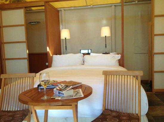 Rockwater Secret Cove Resort : Interior of tent-house suite