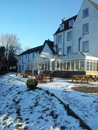 Killin Hotel Restaurant: new conservatory where dinner and lunch is served looking out over the gorgeous view of the rive