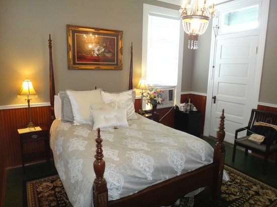 Sweet Cane Inn: The Magnolia Suite
