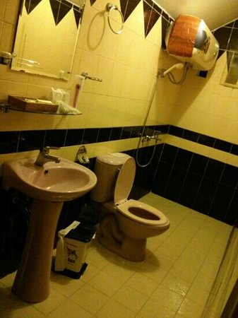 Trung Cang Hotel: bathroom