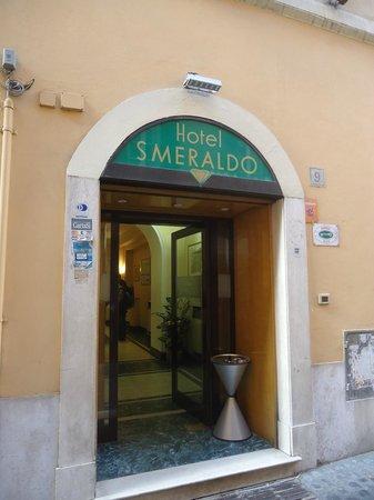 Hotel Smeraldo: Front of the Hotel.