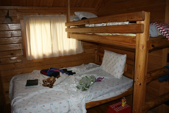 Badlands/ White River KOA: The three person bunk in the deluxe cabin.