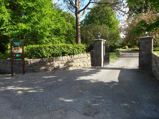Viewmount House: View of driveway entrance as you enter the grounds