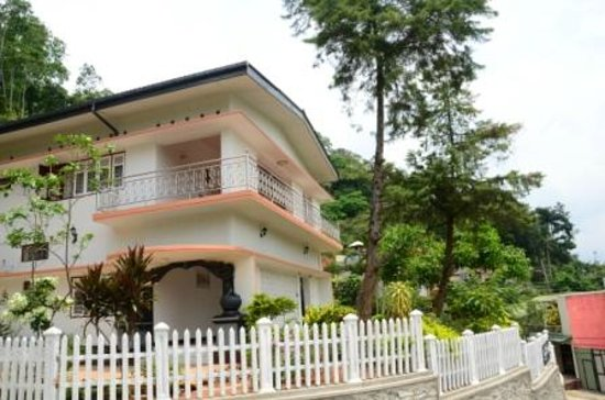 Kandy Hills Resort : Front View