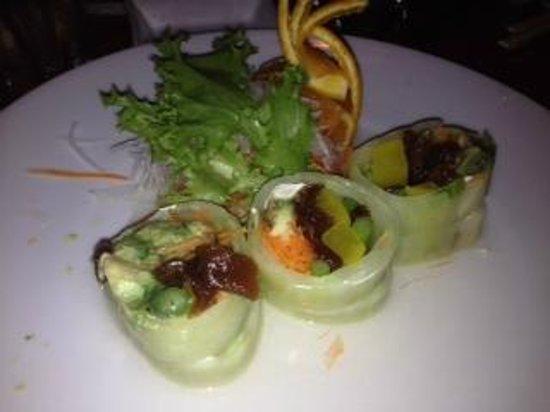 Kabuki Sushi Thai Tapas: Riceless rolls are DELISH!!