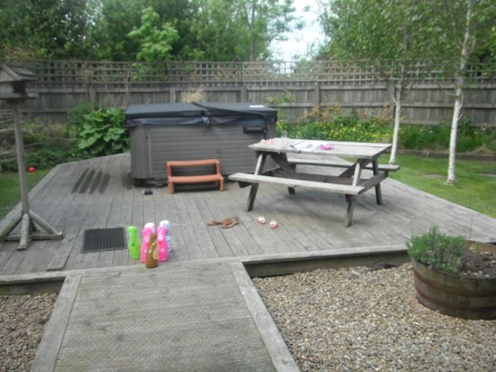 Ribblesdale Park: Back garden with private hot tub