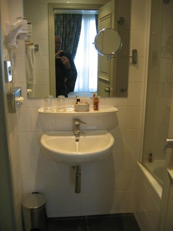 Hotel du Champ de Mars : BATHROOM SINK (SPOTLESSLY CLEAN)