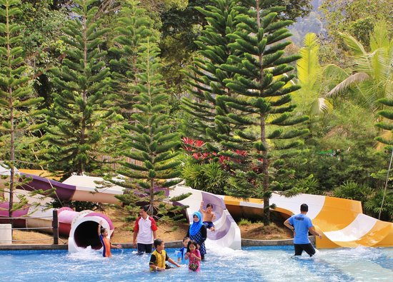 Bukit Gambang Resort City- Water Park: Tunnel rides