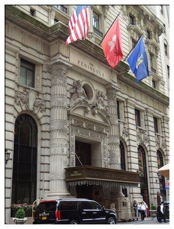 The Peninsula New York: Hotel entrance