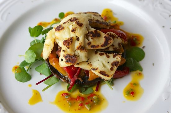 Fife Lodge Hotel: Portobello Mushroom, Roast Pepper &  Halloumi Stack