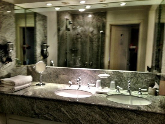 Pand Hotel Small Luxury Hotel: Amazing bathroom - Ralph Lauren Suite