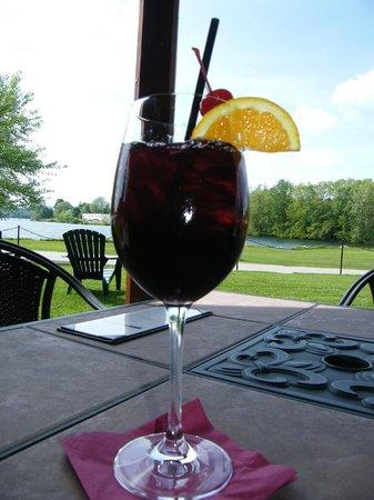 Lake Opechee Inn and Spa: Sangria outside seating