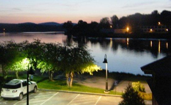 Lake Opechee Inn and Spa: Evening view of Lake Opechee