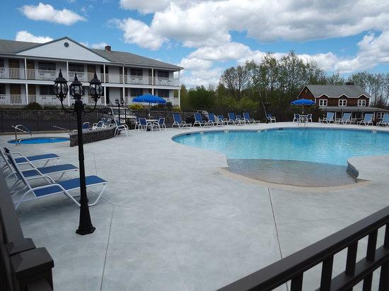 The Mariner Resort: Pool - Ground