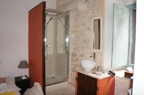 La Banasterie: shower