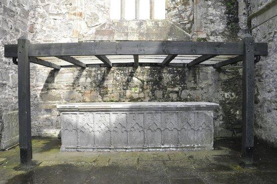 Sligo Abbey: altar