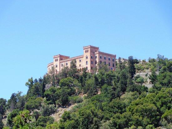 Monte Pellegrino: Castello Utveggio ..... all'inizio del percorso.