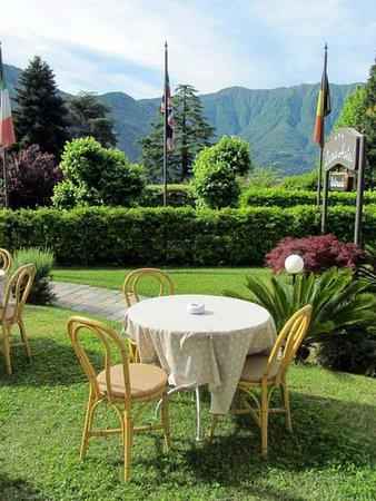 Lario Hotel: Outdoor breakfast area