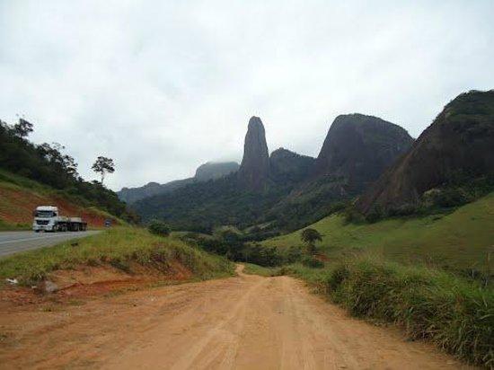 Cachoeiro De Itapemirim: Foto de minha autoria disponibilizada no site www.panoramio.com indicando o monumento.