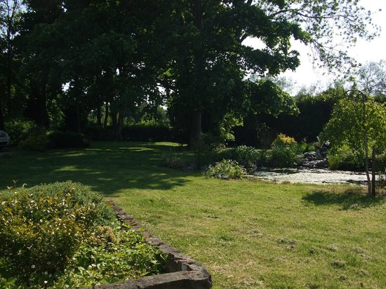 Detling Coachhouse: view of garden from bench