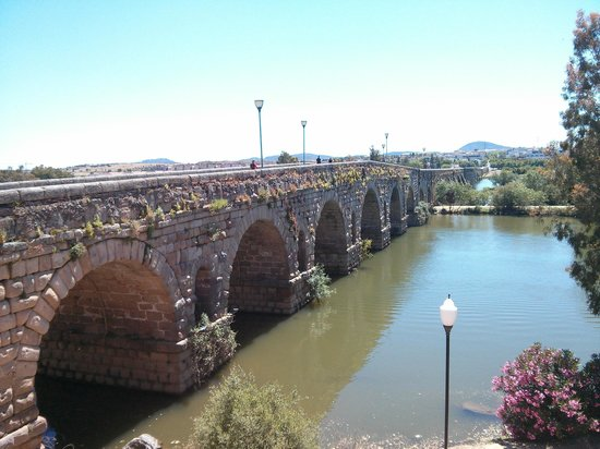 Puente Romano - Picture of Roman Bridge, Merida - TripAdvisor
