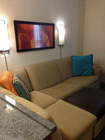 Hyatt House Salt Lake City/Sandy: Couch/living space